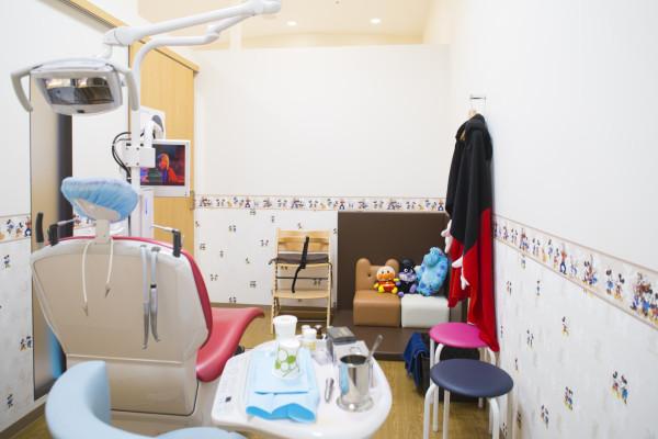 ホワイトエッセンス わかやま歯科子供用診察室